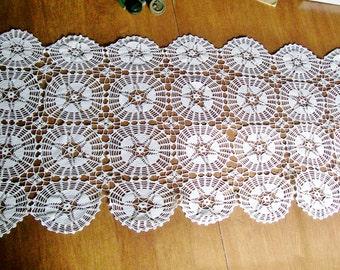 Handmade Crochet TABLE RUNNER Doily White Cotton Medallion 18x44 Vintage (g)