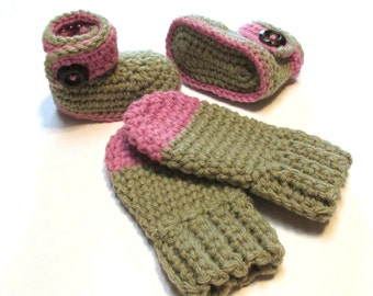 Fall winter baby booties and thumbless mittens set.  0-3 months.  Taupe and rose.  Ready to ship fall winter baby wear.  Baby shower gift.