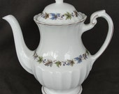 "J G Meakin 8 1/2"" Classic White Tea Pot Autumn Leaf & Berry"