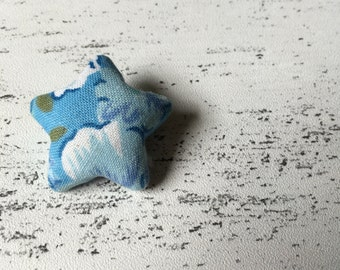 Blue retro style floral fabric star shaped pin