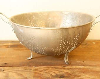 Rustic Aluminum Colander Strainer Vintage Bowl Farmhouse Kitchen Tool Display Decorate