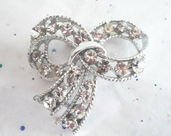 Retro Mid Century Kitsch Collectible Ornate Clear Rhinestone Bow Jewelry Glitz Sparkle Dazzle