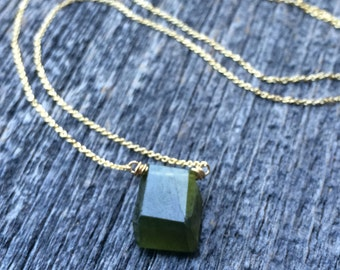 Delicate green geometric briolet necklace