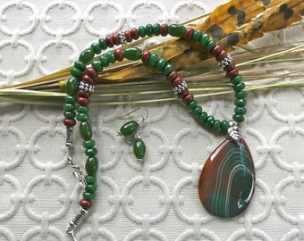 19 Inch Forest Green and Rust Fire Agate Pendant Necklace with Earrings