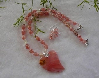 22 Inch Pink Cherry Quartz Stylized Heart Pendant Necklace with Earrings
