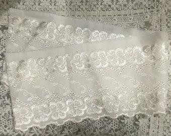 Vintage  LACE TRIM - vintage edging - Embroidered Fabric Trim