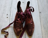 Vintage Italian Women's Plum Velvet Lace Up Shoes with Leather Soles - Romeo Gigli - 1980's
