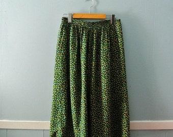 ON SALE Women's Vintage Floral Print Skirt / Pretty Calico Midi Skirt / Size medium