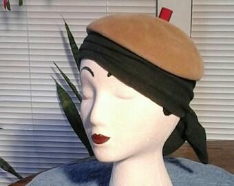1940s Ladys Beret, Designer Beret Hat, NYC Designer, G Howard Hodge, Tan Brown Red