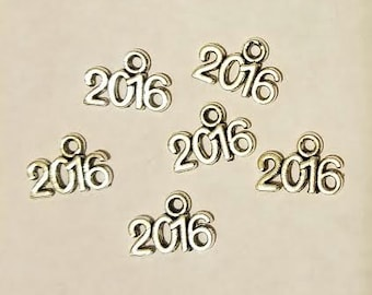 SALE 25 Silver Finish 2016 Charms 1/2 in X 3/8 in Graduation Cheer Camp Tassels Party Favors Promotion Wedding Invitation Family Reunion