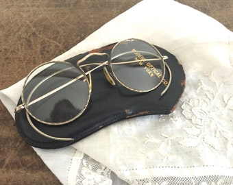 Antique Spectacles : old pair of glasses with a case