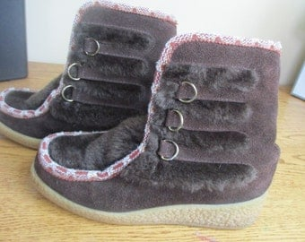 NORTHLANDERS Vintage Size 7 M Brown Suede Faux Fur Winter Lace-Up Mukluk Boots, after ski boot, ski boot 60's 70's
