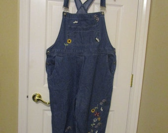 Vintage 90s Cute Embroidered Floral Denim Overalls, Capri Overalls, Blue Jean Overalls, Size XL Overalls, Bib Overalls, Womens Overalls