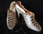 "Glamorous 30's silver silk and leather evening shoes shoes diamante trim & gem set buckles 3"" high heels"