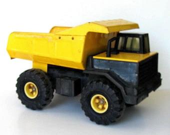 SALE, Large Vintage yellow Tonka dump truck, pressed steel metal dump truck, 90's, movable liftbead, yellow toy truck, Boy's room, gift idea