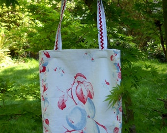 Vintage Fabric Tote, Repurposed Linens, Rick Rack Trim Strap