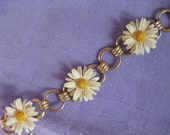 "Vintage Daisy Chain Bracelet, 7.5"", Gold Tone, Good Condition"