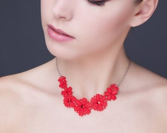 Red necklace in guipure with pastes
