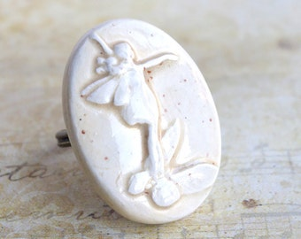 Fairy Pixie Off White Oval Ajustable Artisanal Statement Ceramic Ring