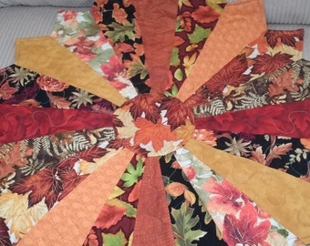 Table topper/Fall runner/A circle of Fall/Pattern name is Lazy Daisy