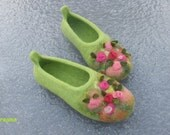 Felted slippers, woman house shoes, bright green, ROSE GARDEN, natural wool, Christmas gift