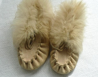 Baby Shoes - Child's Moccasins - Soft Supple Leather Slippers - Size 4 - Natural Full Hide Moccasins - Hand Made Shoes - Fur Trim Moccasins
