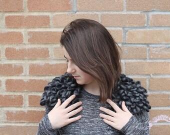 épaulettes NOIRES et GRISES 100% laine, taille : small - medium
