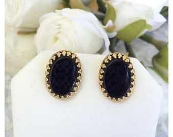 Vintage Black and Filigree Setting Gold Tone Screw Back Earrings
