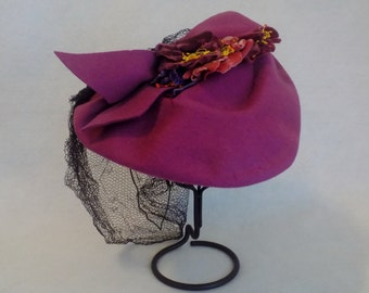 1950's Vintage Felt Hat with Veil Netting * 50's Handmade Hat with Velvet Flowers