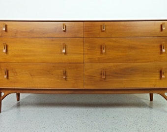 Refinished mid century modern Stanley Young for Glenn Of California 6 drawer dresser (B)