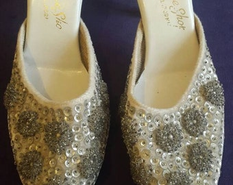 Lovely beaded Vintage 1950's prom / bridal shoes