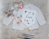 Personalized name banner / Embroidered flower banner  / Handmade embroidery / Nursery Banner