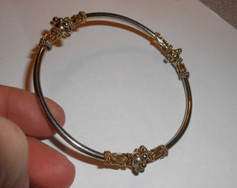 """CLEARANCE 60% Off - Vintage Gold Tone with 3 Gold Tone Fixed"""" Accents (middle bead spins around) Round Bangle Bracelet"""
