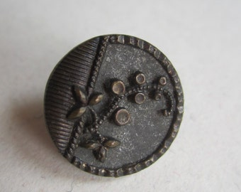 Small Vintage metal flower climbing vine button