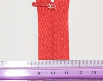 WORLDS SMALLEST ZIPPER in Red #820. 2mm across. Kit for Doll Clothes and other Small Projects