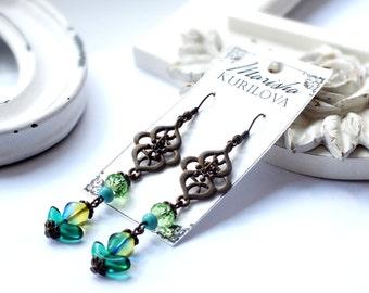 Green earrings / trendy style