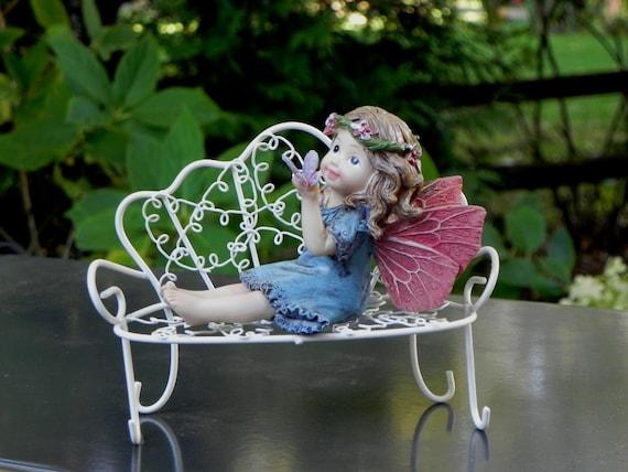 Jardin de fée fée tenant papillon banc Miniature mobilier