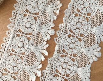 Vintage style cotton lace trim in beige , crochet lace trim , retro lace by the yard