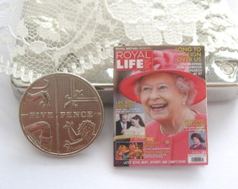 dollhouse queen magazine royal life   12th scale miniature