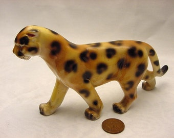Cheetah Cat Figurine Vintage Ceramic Knick Knacks Novelty