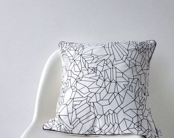 Black & white print cushion cover 40x40 cm with soft backside