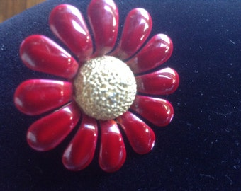 Vintage red flower pin, great for fall Accessorie From the 70's