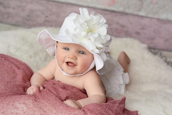 Browse a wide variety of toddlers' sun hats, including floppy wide brim, stylish bucket summer hats, glamorous straw or the always classic fedora. Great fashion isn't just for adults. A cute sun hat for babies will complement any infant's outfit, while adding a hint of adult sophistication.