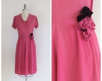 40s Carlye Pink Crepe Day Dress - 1940s Vintage Floral Applique Party Dress With Scalloped Sleeves -  Small - Size 6
