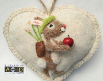Needle felted William Tell mouse personalised heart / tooth fairy pillow/ mouse with an apple,special gift , mini tooth pillow