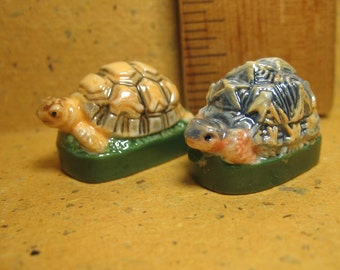 2 TURTLE Tortiose Iridescent Species Turtles Tortoises Hand Painted Porcelain  - French Feve Feves Doll House Figurines Miniatures K59