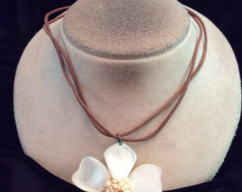 Vintage Brown Corded Shell Floral Pendant Necklace