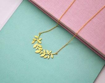 Chain with olive leaf pendant