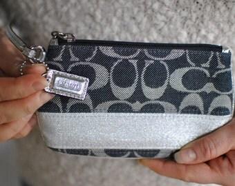 Vintage COACH mini purse , clutch  ......(375)