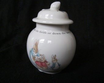Wedgwood Peter Rabbit  Ginger Jar With Acorn Lid, Beatrix Potter,  Peter Rabbit Collectible China